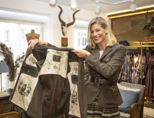 Jagdmode: Designerin Lena Hoschek stellt Jägerinnen Jacke vor